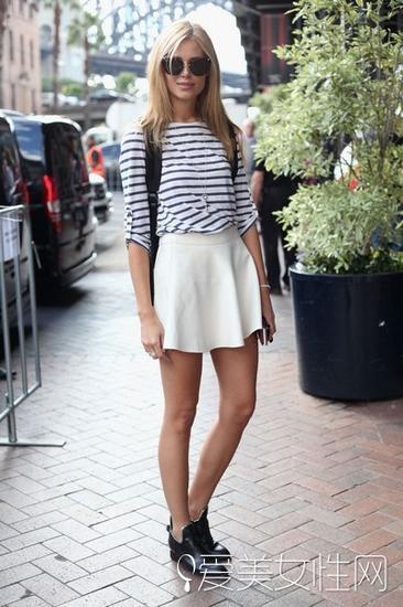 条纹衫+半身裙
