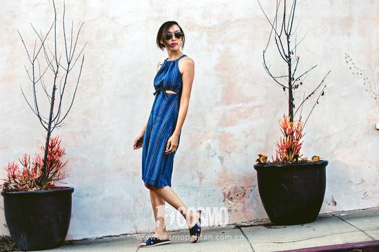 腰腹镂空设计的连衣裙