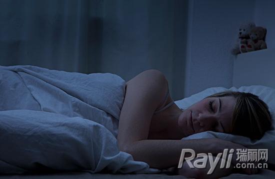 确保卧室光线很暗