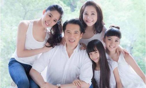 欧阳娜娜家庭照图片