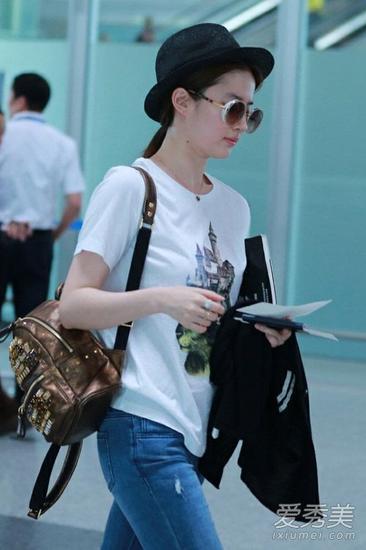刘亦菲穿T恤