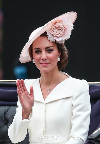 凯特王妃穿Alexander McQueen裙子
