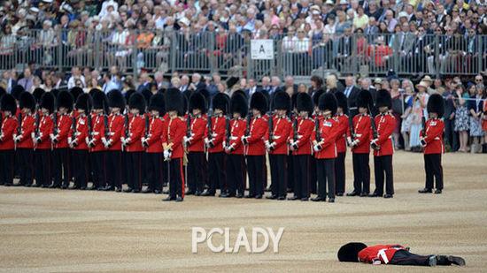 晕倒的士兵