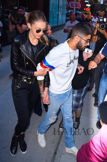 did 和男友Zayn Malik在纽约外出-维密天使近期时髦街拍图片
