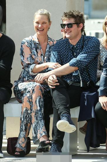 Kate Moss与男友亮相