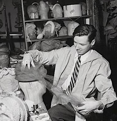 曾经专注于帽子工艺的比尔爷爷