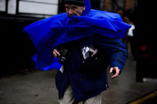 风雨无阻的街拍大师