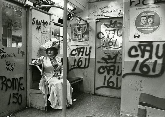 这张为美国穿起女性摄影师Editta Sherman拍摄的照片是Bill的经典作