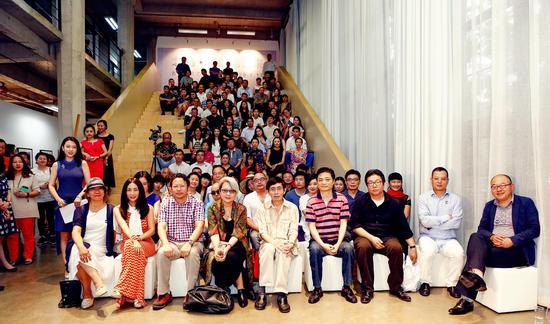 150余位嘉宾参加了北岛首次跨界展览的开幕式