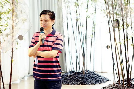 崔永元说如果一个各种条件都齐具的城市唯独缺了诗,那就太遗憾了