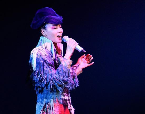 王菲94年演唱会穿流苏