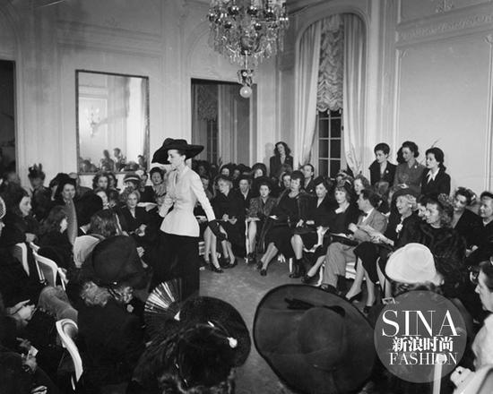1947年Dior在蒙田大街三十号推出首个系列
