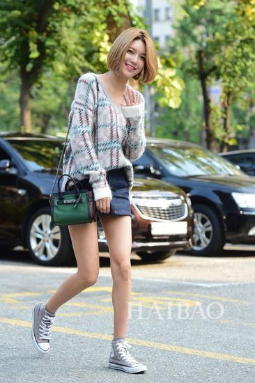 少女时代组合成员崔秀英9月11日韩国KBS电视台外明星街拍:录制《Music Bank》