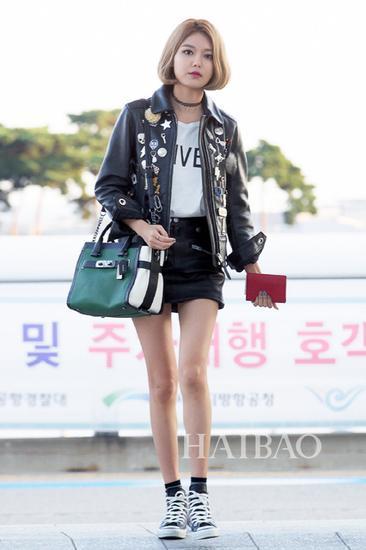 少女时代组合成员崔秀英9月13日韩国仁川机场街拍 (飞纽约)