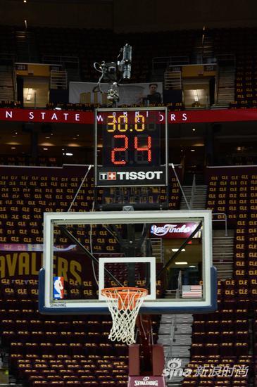 天梭做为NBA的官方计时,为NBA设计全新的24秒计时牌