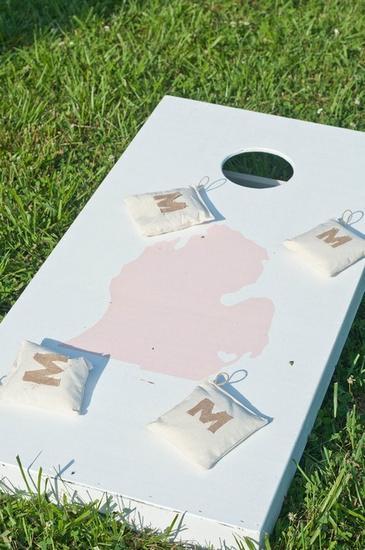 增加一些草坪游戏,例如:丢沙包、老鹰捉小鸡