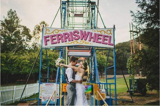 有钱的新人可以考虑,把小型游乐园搬进你的婚礼现场