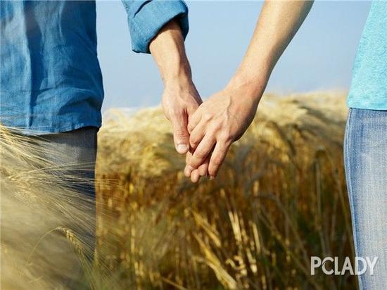 这10种迹象,证明你们都会一辈子尊守婚姻的誓言