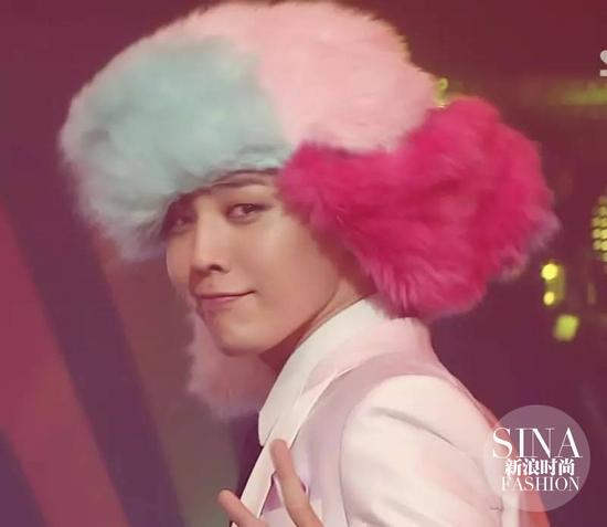 GD的粉色雷锋帽