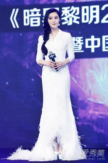 范冰冰穿白色长裙亮相