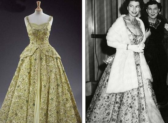 46岁的女王曾穿着这套优雅的象牙色礼服,配有绣金装饰