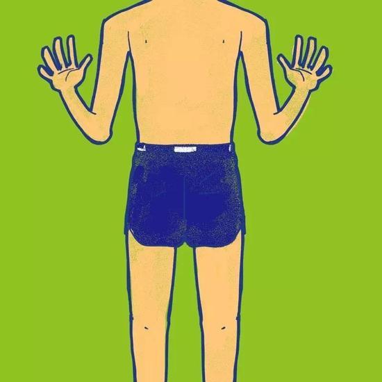 短款泳裤修饰腿长