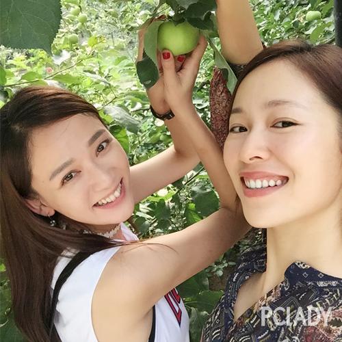 陈乔恩微博放出一组她与江一燕的亲密合影
