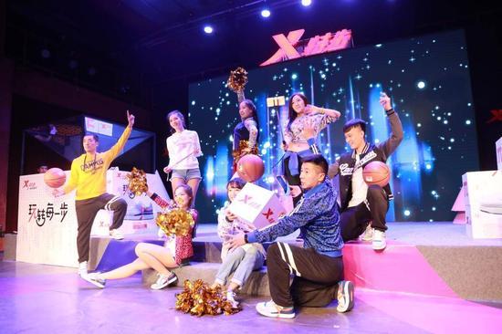 【淘宝贝】李易峰X特步联手发布π鞋 与粉丝一起玩转每一步