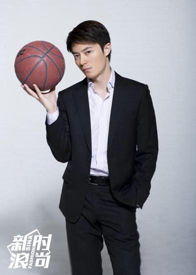 老干部霍建华也是篮球爱好者
