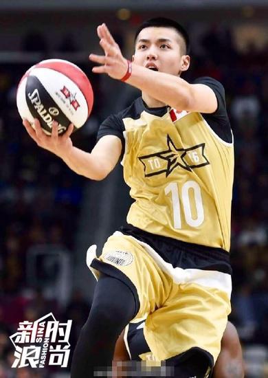 吴亦凡也算是打过NBA的,算是圆了自己的篮球梦