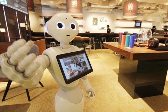 具备情感功能的机器人pepper承担接客功能