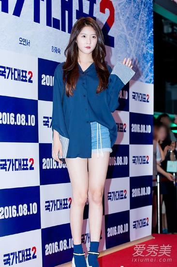 深蓝色衬衫