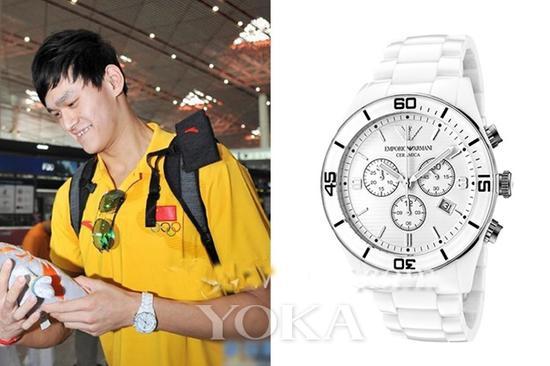 白色的Armani腕表