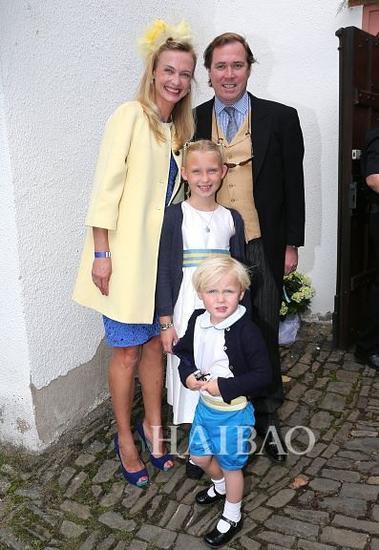 Vanessa公主和她的丈夫Pieter Haitsma Mulier以及两个孩子