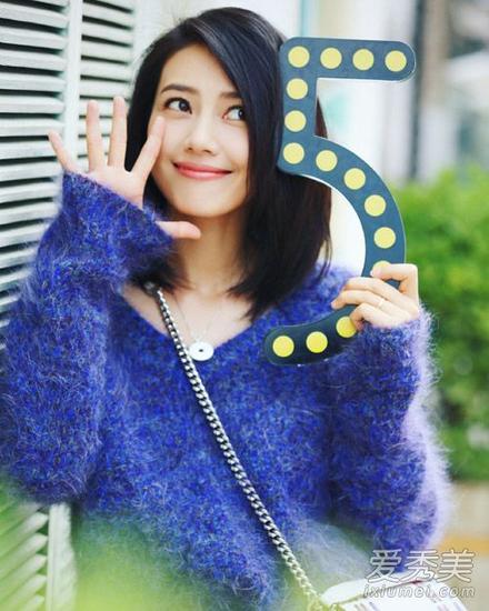v领宝蓝色毛衣