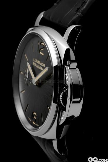 品牌于1930至1950年代为意大利皇家海军制造的经典腕表。