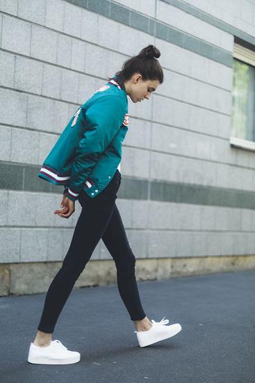 运动鞋+裤装