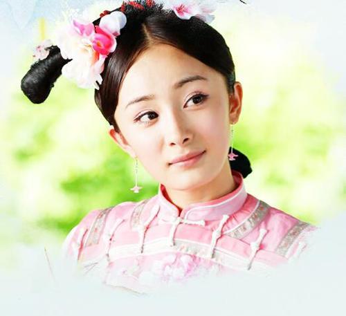 2011年的《宫》杨幂妆容中已经有了明显的高光加入 面部线条也越加清爽