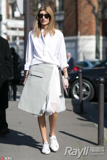 时尚达人示范裙装配衬衫穿法