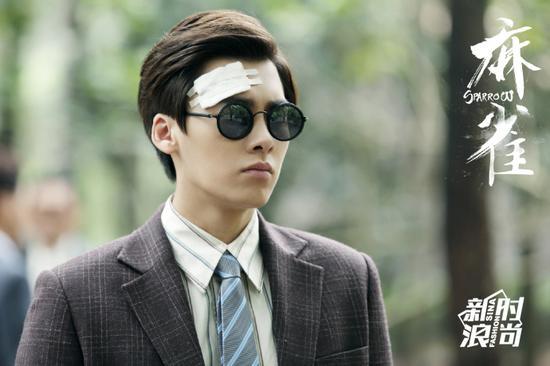 李易峰在《麻雀》里戴墨镜造型