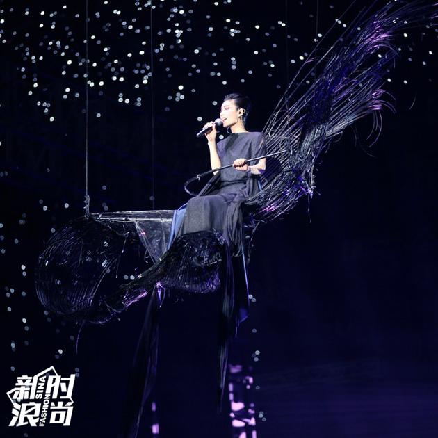 王菲演唱会造型