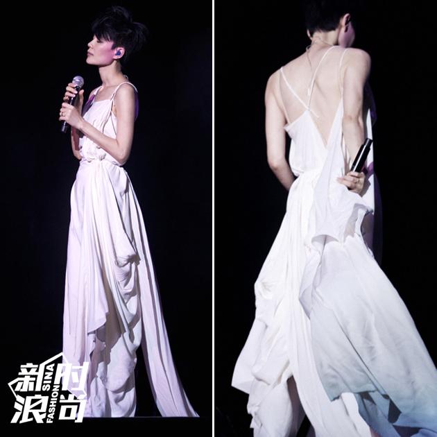 王菲穿吊带裙秀美背