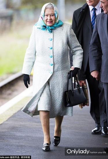 时髦奶奶英国女王