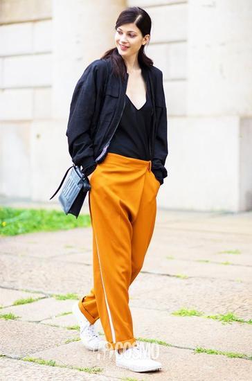 其实如果真的说运动风的话,这种侧边条纹裤也是今年很火的一款单品