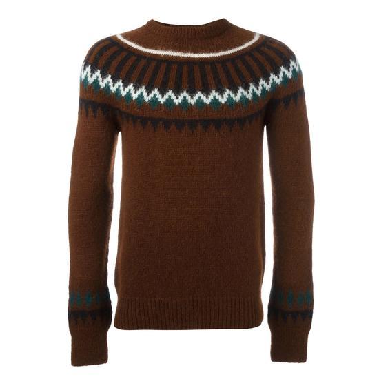 就算不喜欢色泽浓郁的彩色,织有原住民风情花纹的毛衣也是不可或缺的单品
