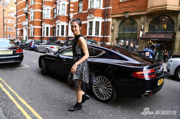 """时尚博主""""Anny_StyleOnTop""""为觅海宝在伦敦街拍"""
