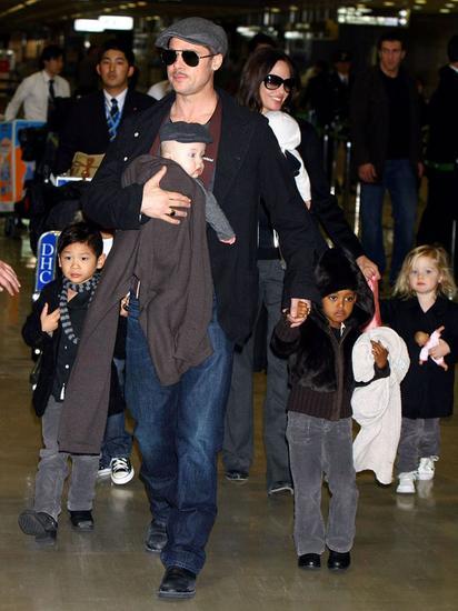 2009年,俩人工作也不忘带着孩子