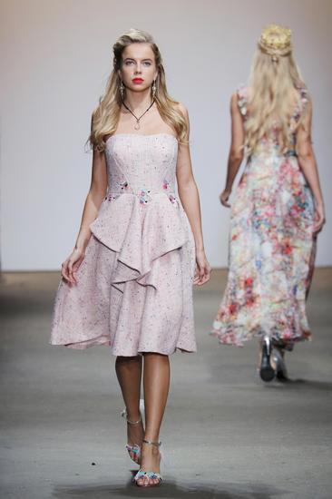宋妃珠宝走进纽约时装周引爆金镶玉风暴