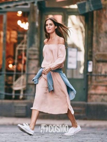 。裙子没有这么美的可以把外套扎在腰上走帅气路线