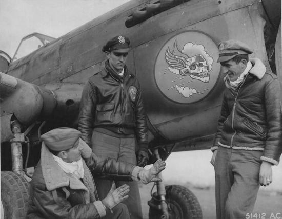 B-3飞行夹克(左)